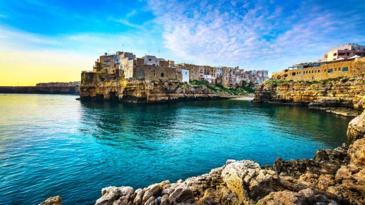 Per la CNN tra le 52 spiagge più belle al mondo l'unica italiana è Polignano a Mare