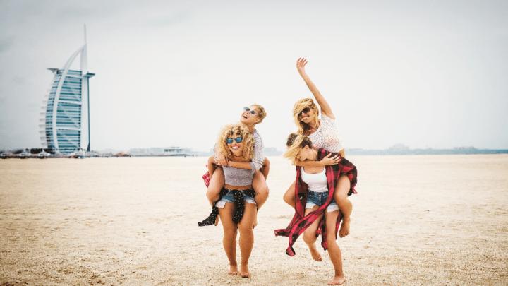 Viaggi al femminile: dove vanno le donne quando partono da sole o con le amiche