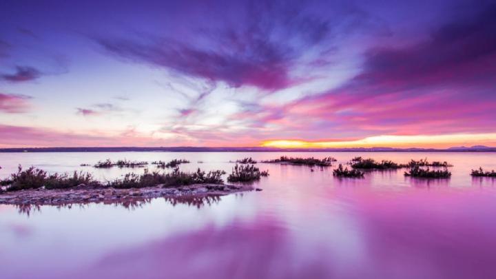 Il lago rosa di Torrevieja in Spagna