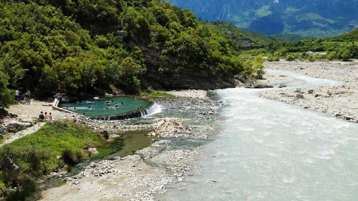 Si trovano in Albania alcune delle più belle piscine naturali che esistano in Europa