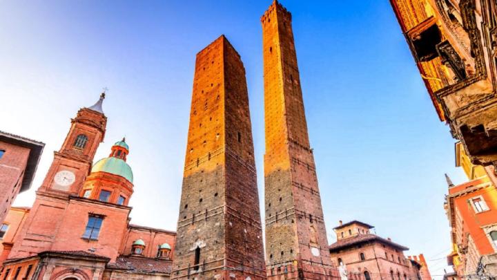 I clochard diventano guide turistiche: succede a Bologna