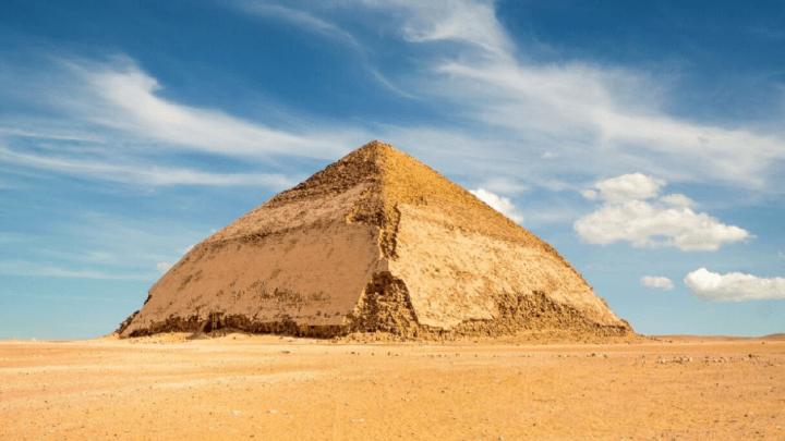 A Dahshur la piramide a doppia pendenza