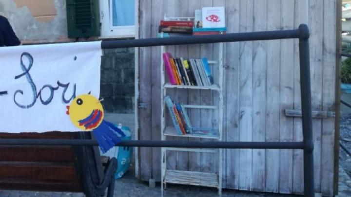 Nella spiaggia di Sori una cabina diventa biblioteca