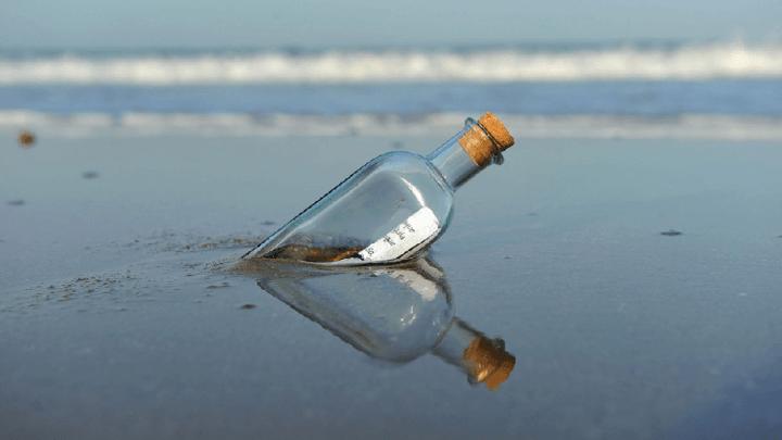 Un messaggio in bottiglia per ricordare la figlia morta nell'attentato