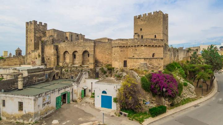 In Puglia c'è un borgo dal cuore di ceramica pregiata e dall'anima antica: Grottaglie